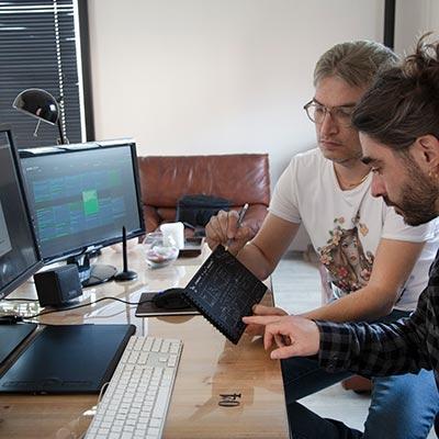 Stefano e Massimo progettano il nuovo servizio fotografico Paul Cortese